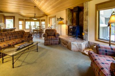 2 Tan Oak - Sunriver Vacation Rental