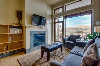 Chelan Resort Suites: Bird's Eye Escape (#406) - Chelan Vacation Rental