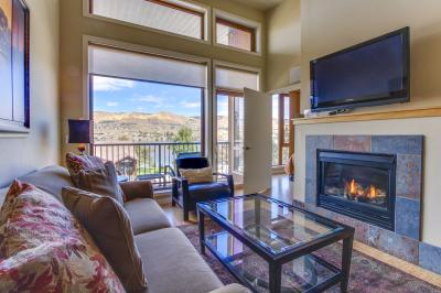 Chelan Resort Suites: Hillside Rest (#407) - Chelan Vacation Rental