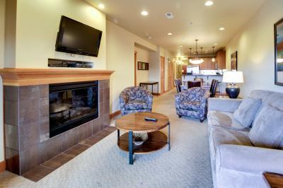 Lake House: Lakeview Loft (407D) - Chelan Vacation Rental