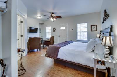 Main Street Retreat: Almost Heaven - Fredericksburg Vacation Rental