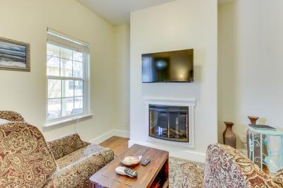 Main Street Retreat: Journey's End - Fredericksburg Vacation Rental