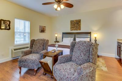 Main Street Retreat: Fox and Hound - Fredericksburg Vacation Rental
