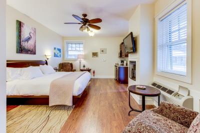 Main Street Retreat: Hummingbird Hideaway - Fredericksburg Vacation Rental