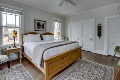 Main Street Retreat: The Vicar's Room - Fredericksburg Vacation Rental