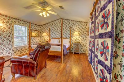 Main Street Retreat: The Humble Plumb - Fredericksburg Vacation Rental