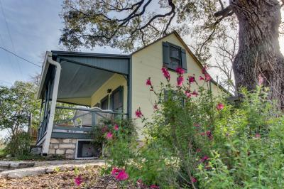 The Oak House - Fredericksburg Vacation Rental