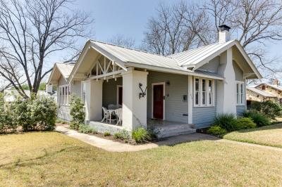 Travis Street: Travis House - Fredericksburg Vacation Rental