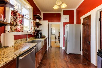 Travis Street- Full Property - Fredericksburg Vacation Rental