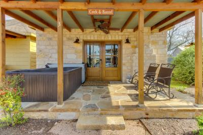 Wine Country Cottages on Main: Cork & Barrel - Fredericksburg Vacation Rental