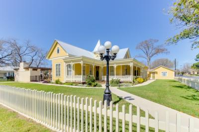 The Victorian Mansion: King's Overlook - Fredericksburg Vacation Rental