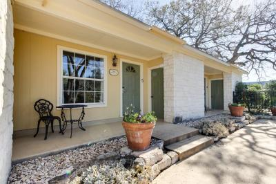 Downtown Retreat: Sweet Romance - Fredericksburg Vacation Rental