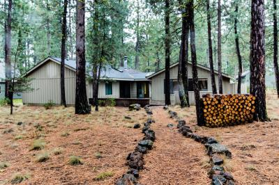 Black Butte Ranch Candy Flower Cabin - Black Butte Ranch Vacation Rental
