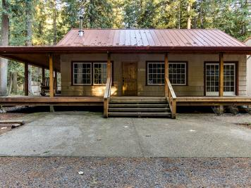 The Sharp Cabin with SHOP & Pet Friendly - Rhododendron Vacation Rental