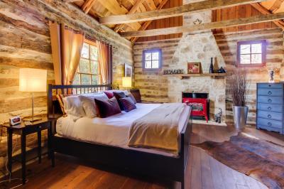 Katrina's Cabin - Fredericksburg Vacation Rental