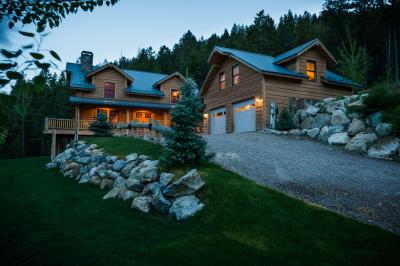 Eagle's Landing Lodge - Lakeside Vacation Rental