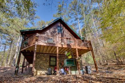 Lifting Holy Hands - Ellijay Vacation Rental