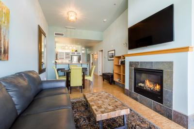 Chelan Resort Suites: Lakeview Luxury (#408) - Chelan Vacation Rental