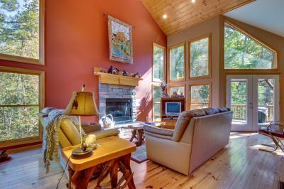Closer to Heaven Cabin - Talking Rock Vacation Rental