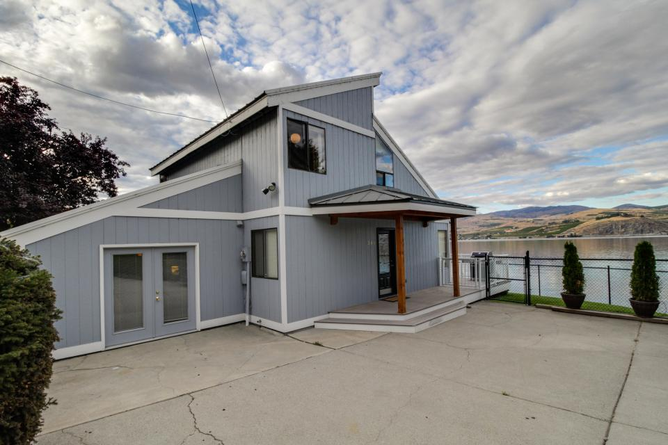 The Beachside Lake House - Chelan Vacation Rental