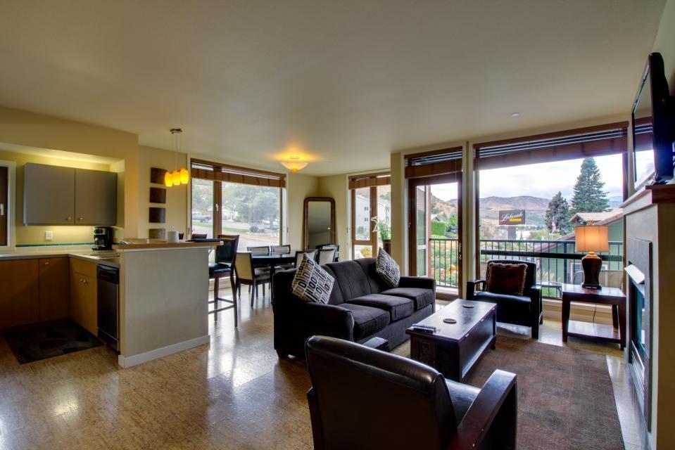 Chelan Resort Suites: Lakeside Lounge (#101) - Chelan Vacation Rental