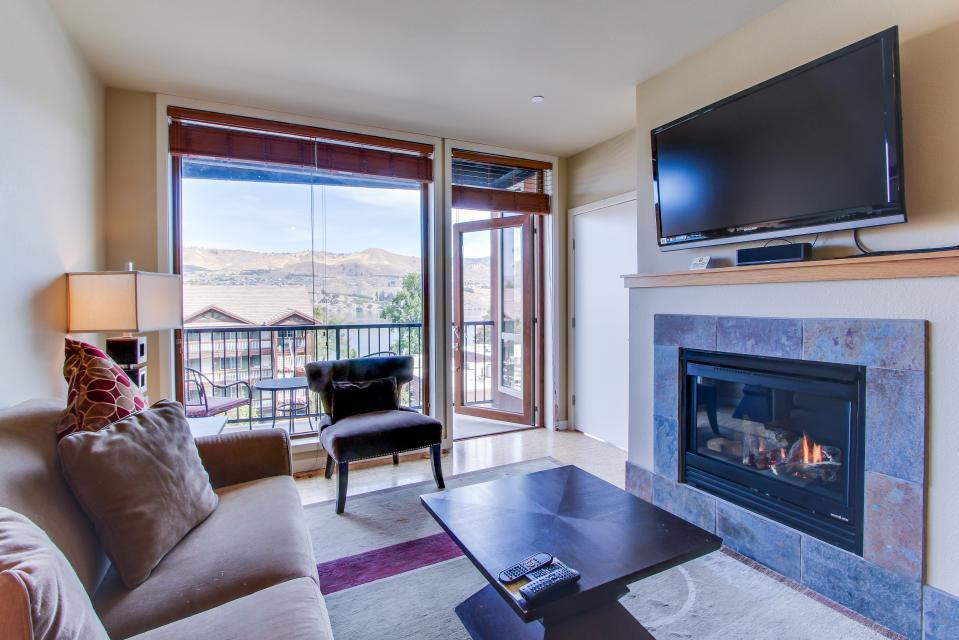 Chelan Resort Suites: Shoreline Serenity (#307) - Chelan Vacation Rental