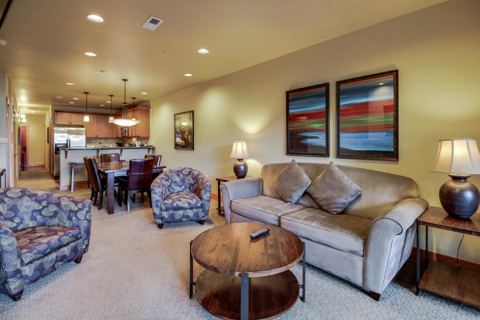 Lake House: Relaxing Embers (107A) - Chelan Vacation Rental