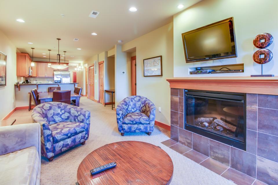 Lake House: Chelan Sunset (104 A, D) - Chelan Vacation Rental