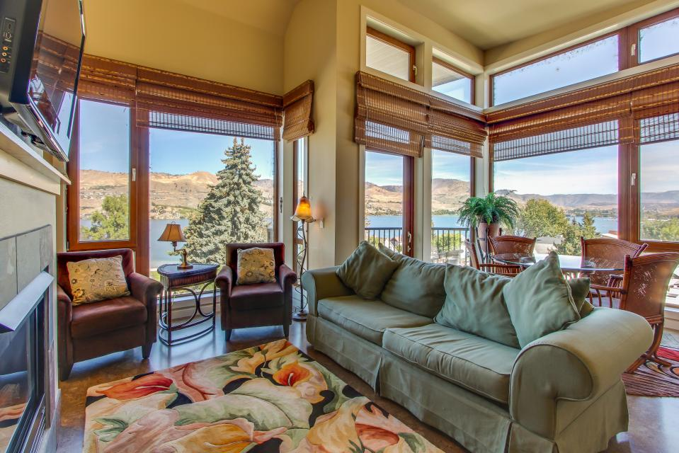 Chelan Resort Suites: Mountain Marvel Retreat (#412) - Chelan Vacation Rental