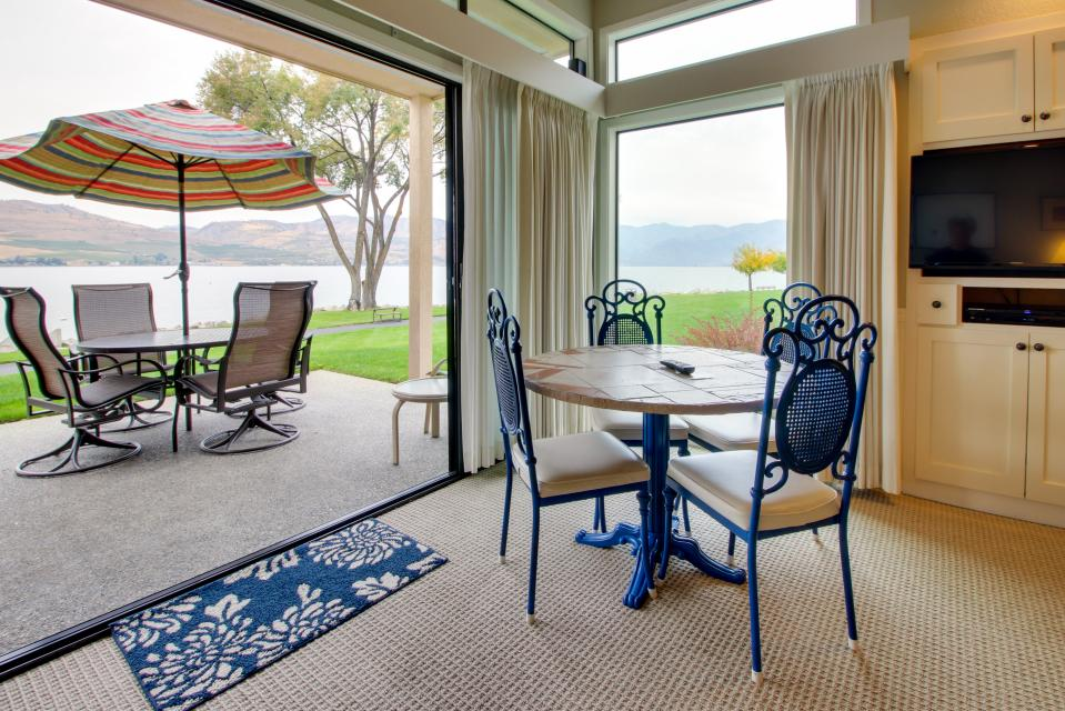 Lake Chelan Shores: Water's Edge Escape (#2-2) - Chelan Vacation Rental