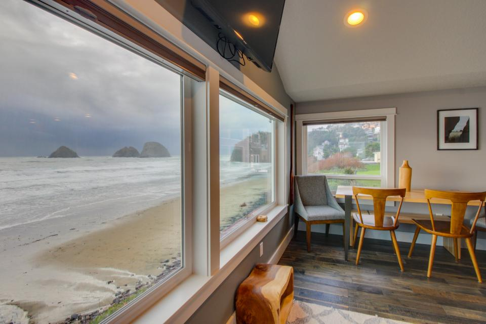 Chinook #8 - Oceanside Vacation Rental