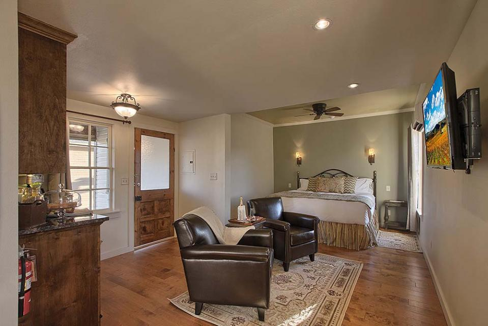 Wine Country Cottages on Main- Full Property - Fredericksburg Vacation Rental
