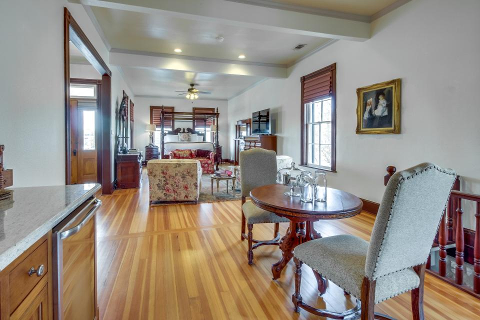 Van Der Stucken Wilke House: The Wilke Suite - Fredericksburg Vacation Rental