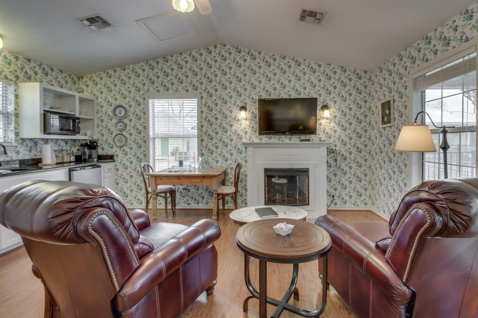 Main Street Retreat: Kilt & Clover Cottage - Fredericksburg Vacation Rental