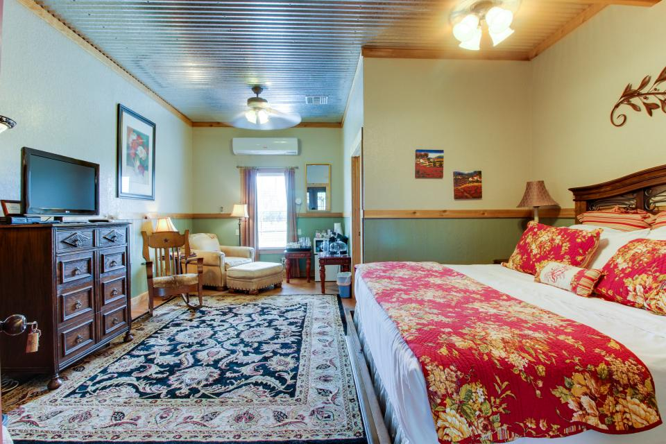Historic Rocky Hill: Malbec Suite - Fredericksburg Vacation Rental