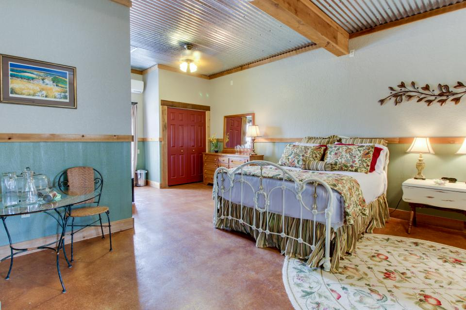 Historic Rocky Hill: Tempranillo Suite - Fredericksburg Vacation Rental