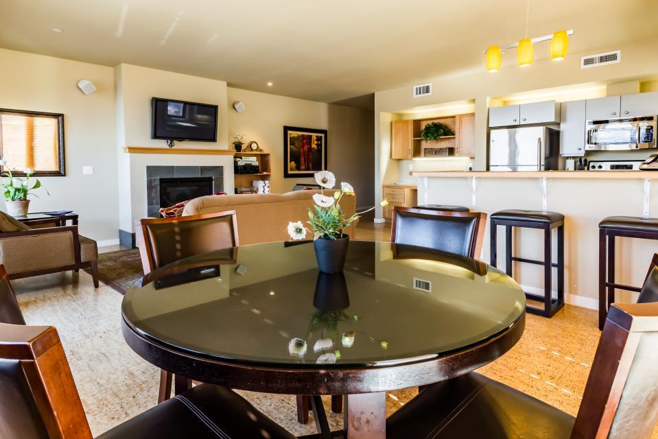 Chelan Resort Suites: Comfort by the Lake (#201) - Chelan Vacation Rental