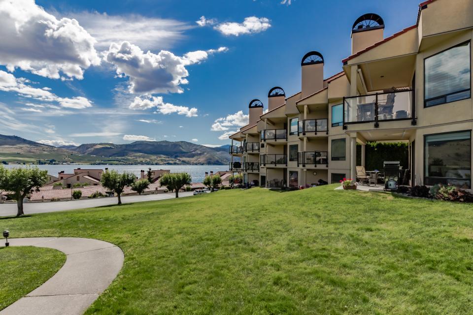 Lake Chelan Shores: Comforting Luxury (#18-2) - Chelan Vacation Rental