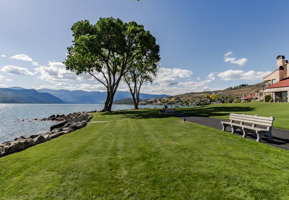 Lake Chelan Shores: Bluebird in the Bay (#8-7) - Chelan Vacation Rental