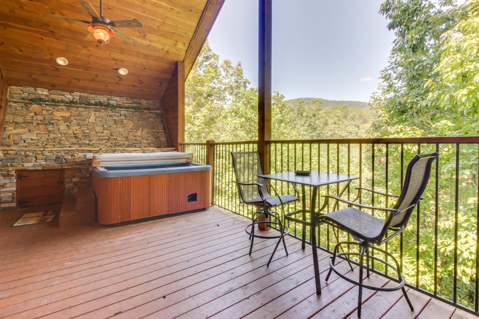 Deer Crossing Cabin - Sautee Nacoochee Vacation Rental