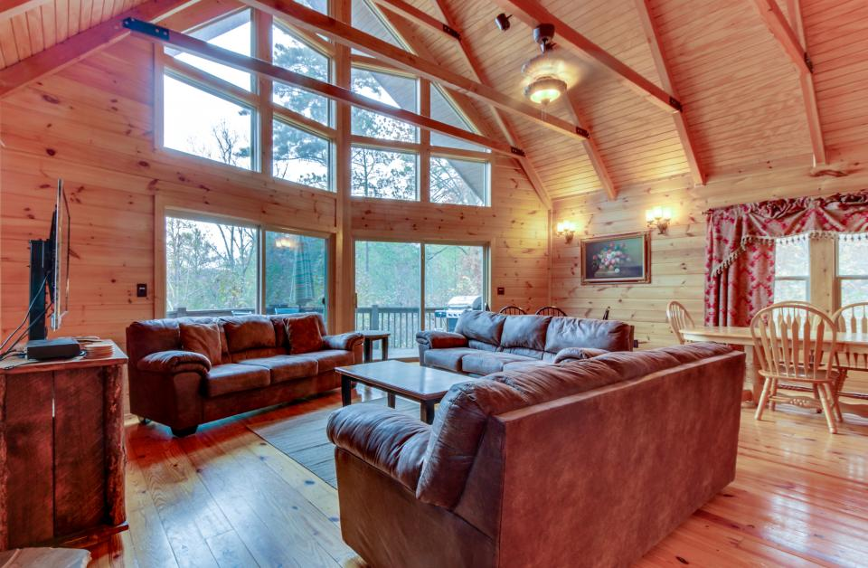 Cherokee Overlook Cabin - Chatsworth Vacation Rental