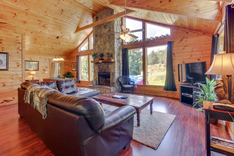 Dancing Bear Cabin - Sautee Nacoochee Vacation Rental